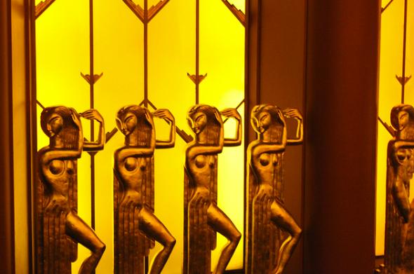 Paramount golden ladies
